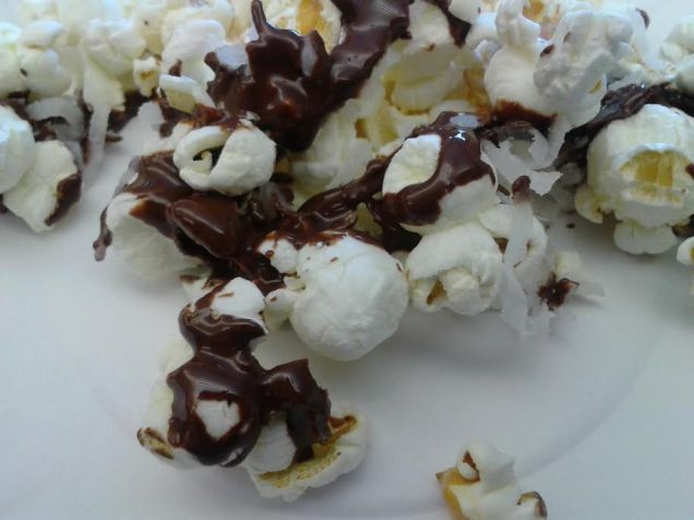 Coconut Dark Chocolate Drizzled Popcorn, Courtesy: Food Mingle Blog